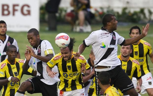 Dedé e Renato Silva Vasco x Volta Redonda (Foto: Ide Gomes / Ag. Estado)
