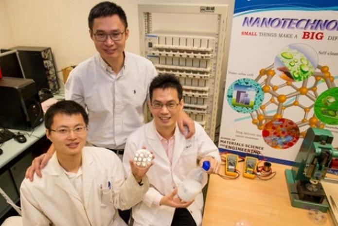 Professor Chen Xiaodong (em pé), líder da pesquisa, e sua equipe (Foto: Divulgação/NTU)