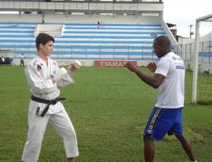Bruno Assis e seu treinador Thiago Negão (Foto: GLOBOESPORTE.COM)