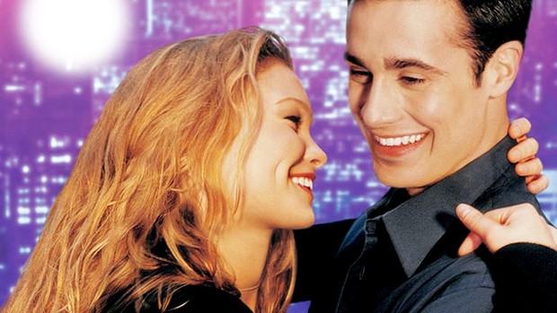 Julia Stiles e Freddie Prinze Jr. no cartaz do filme Louco por Você (Foto: Reprodução)