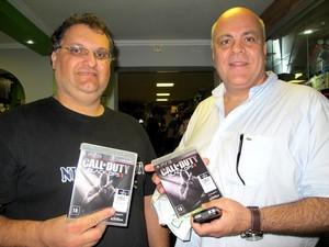 Gamers enfrentaram horas de fila para conseguir cópia do jogo 'Call of Duty: Black Ops II' (Foto: Matheus Misumoto/G1)