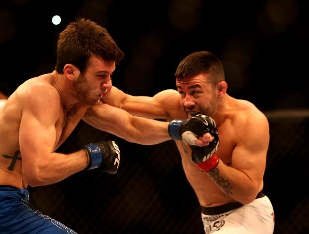 Pedro Munhoz x Matt Hobar UFC TUF3  (Foto: Marcos Ribolli)