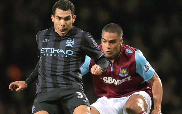 Tevez na partida do Manchester City contra o West Ham (Foto: Getty Images)