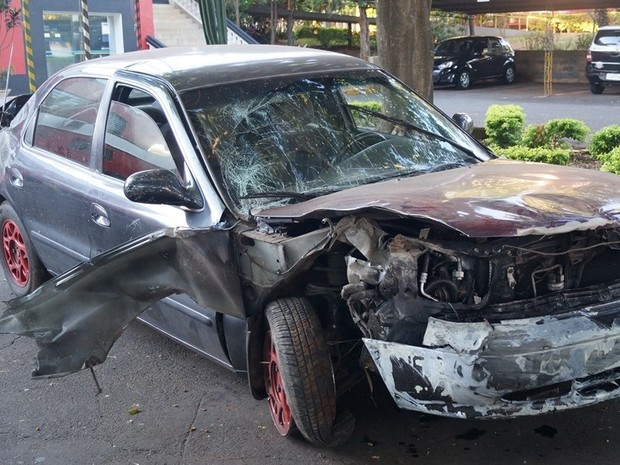 28/06/2015 - Carro com quatro cadetes da AFA cai de viaduto na Rodovia Anhanguera