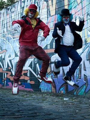 Pulinhos e coreografias de rap fazem parte da nova postura de Atchim e Espirro (Foto: Caio Kenji/G1)