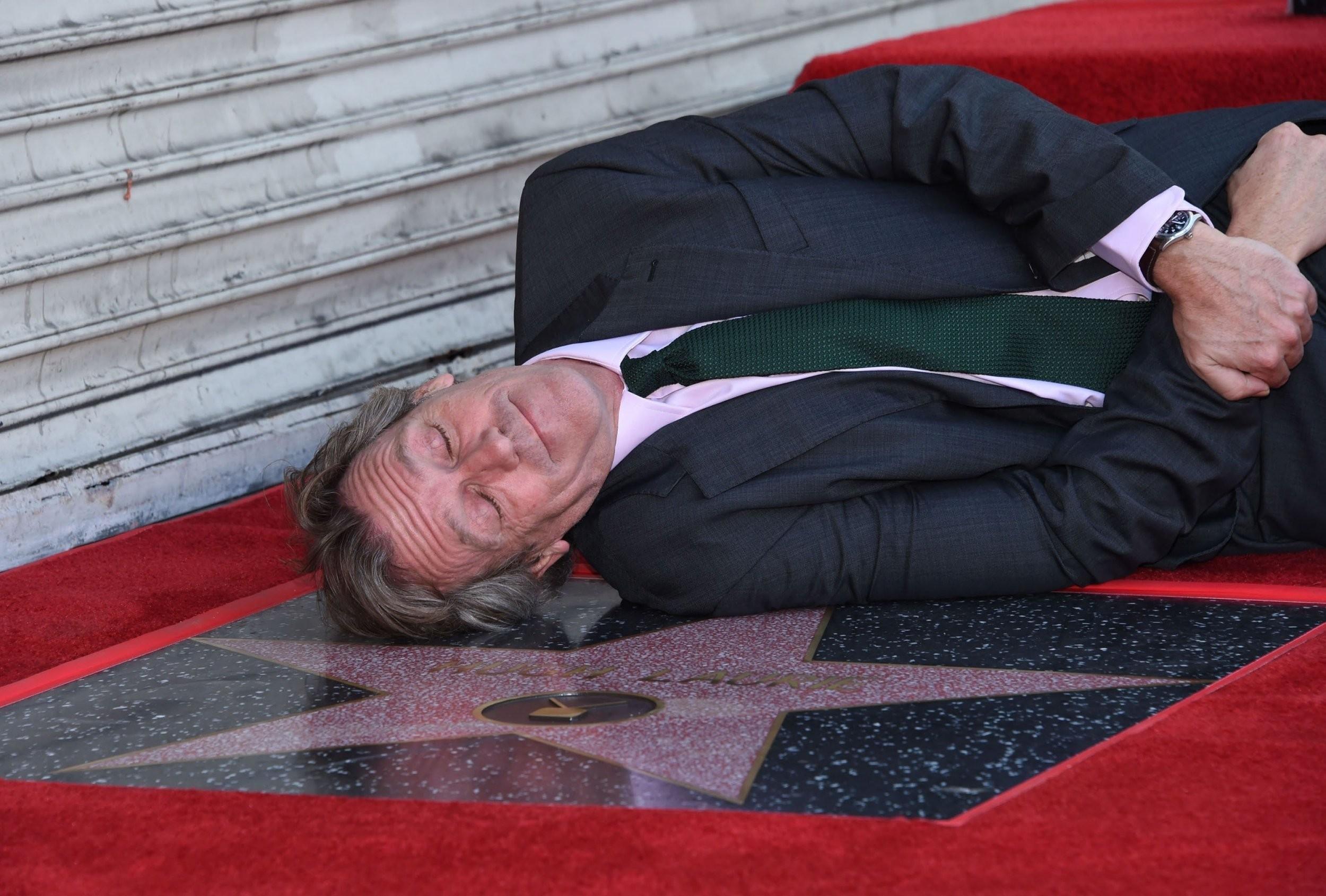 Hugh Laurie na cerimnia de entrega da sua estrela na calada da fama (Foto: Divulgao)