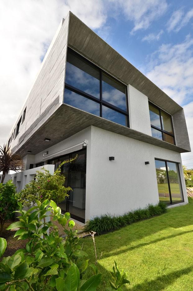Uma casa ampla e integrada à paisagem do litoral gaúcho (Foto: Vanessa Bohn)