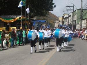 Desfile cívico no distrito de Pedro do Rio, em Petrópolis, reúne cerca de 2 mil pessoas (Foto: Divulgação/Ascom PMP)