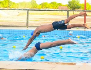 Garotos pulando (Foto: Diego Dantas/Semuc)