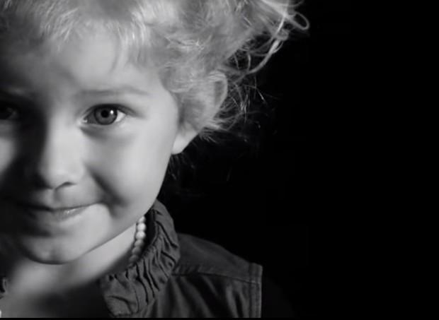 Os 12 filhos do trio têm de 6 meses a 14 anos de idade atualmente (Foto: Reprodução/Youtube)