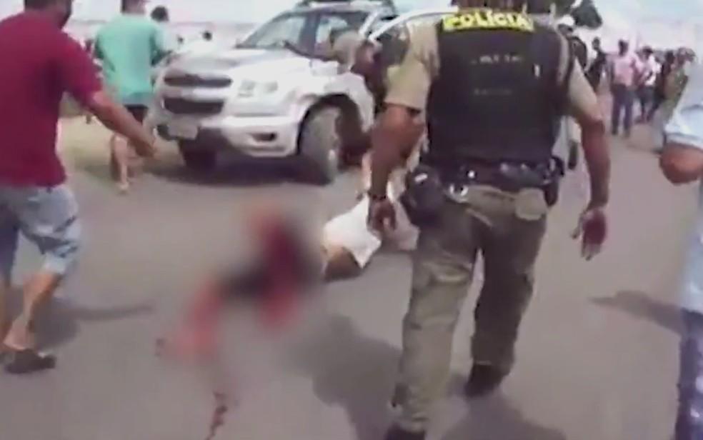 Manifestante é baleado durante protesto em Itambé (Foto: Reprodução/WhatsApp)