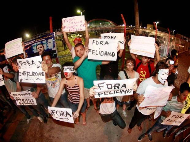 Onda de protestos em Belém contra a permanência do pastor Marco Feliciano à frente de comissão na Câmara dos Deputados começou no sábado (07). (Foto: Tarso Sarraf/ O Liberal)