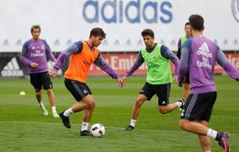 Lucas Silva participa de treino com demais jogadores no CT do Real