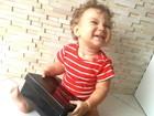 Fofura! Priscila Pires mostra o filho abrindo os presentes de aniversário