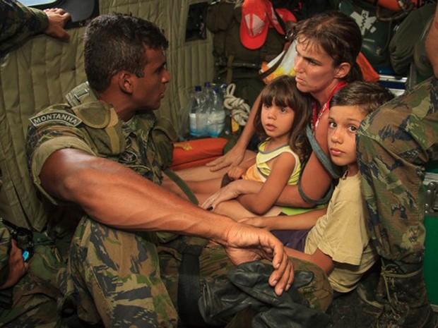 Família relatou que a água tomou conta da região de Lages, em Baixo Guandu, Espírito Santo. (Foto: Sargento Batista/ Agência Força Aérea)