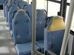 Ônibus circulam com poltronas com estafamentos deteriorados em Petrolina, PE (Foto: Reprodução/TV Grande Rio)