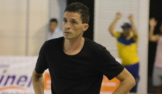 Willer Fernandes técnico Grêmio Mogi futsal (Foto: Cairo Oliveira)