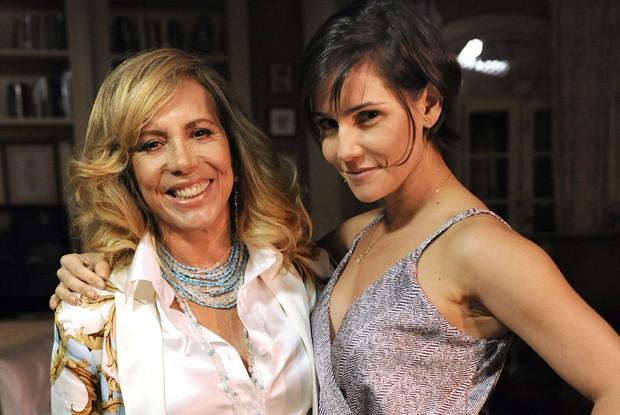 Arlete Salles interpreta mãe de Deborah Secco em Louco por Elas (Foto: Divulgação / Rede Globo)