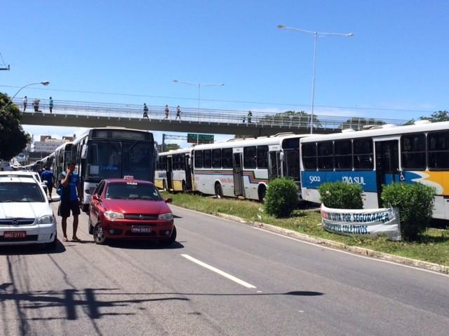 Rodoviários iniciaram paralisação na manhã desta sexta-feira (22) (Foto: Anderson Barbosa/G1)