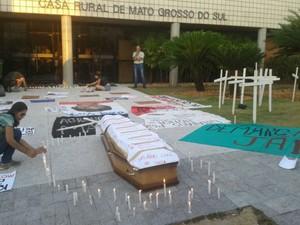 Indígenas realizaram manifestação no centro de Campo Grande nesta quinta-feira  (Foto: Divulgação/Assembleia do Povo Terena)
