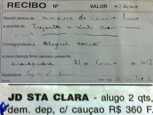 Recibo dado por locatária e anúncio feito em jornal de Araraquara (Foto: Felipe Turioni/G1)