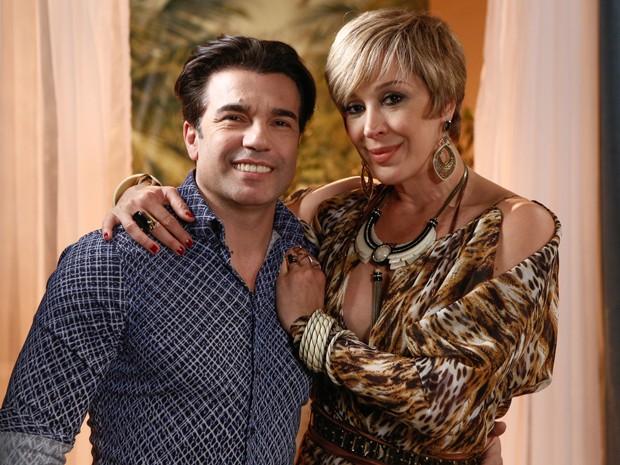 Jarbas Homem de Melo faz participação especial na novela, ao lado de Claudia Raia (Foto: Fábio Rocha/Gshow)