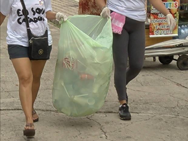 """Mais de cinco mil pessoas se tornaram """"catadoras"""" do Limpa Brasil em Belém (Foto: Reprodução / TV Liberal)"""