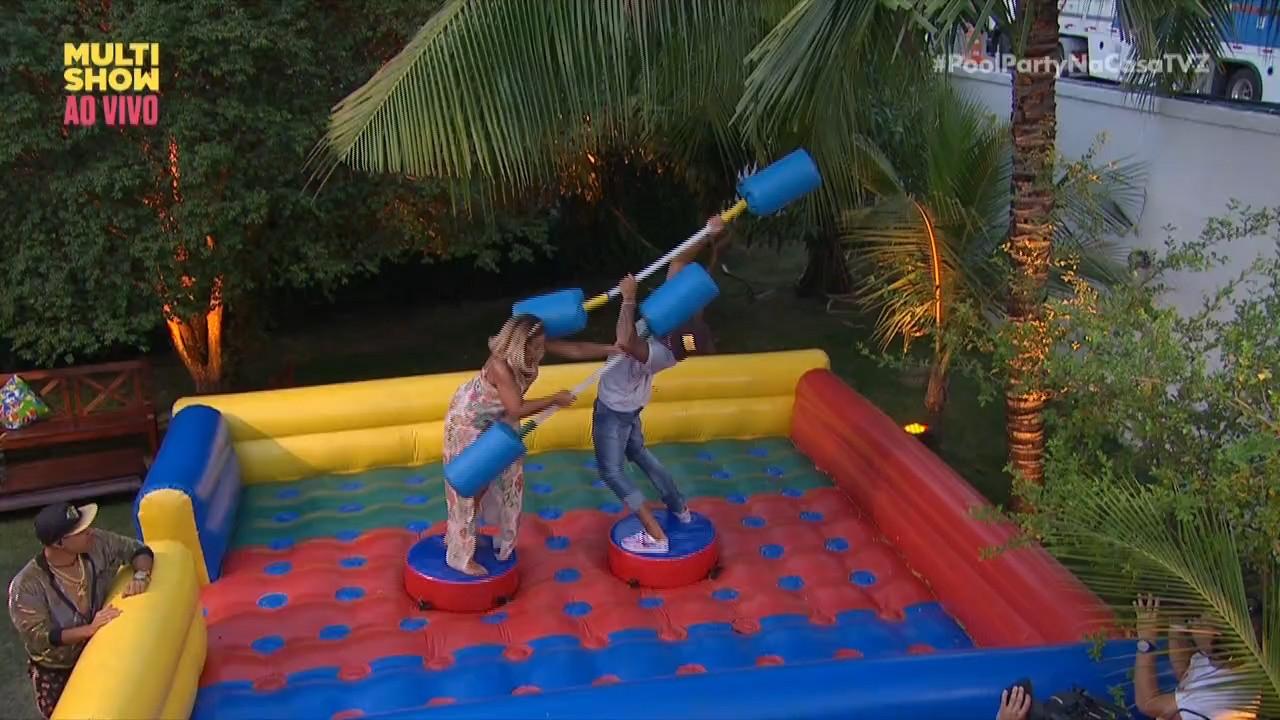 Valesca e Livinho brincam de guerra de cotonete na Casa TVZ Vero (Foto: Divulgao)