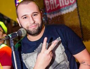Músico foi morto na madrugada de segunda-feira, em Santos (Foto: Reprodução/Facebook)