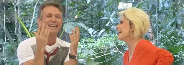Nelson Freitas diverte ao mostrar o 'perigo' das canções de ninar (Foto: Reprodução / TV Diário)