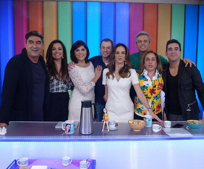Apresentadores do É de Casa invadem o estúdio do Vídeo Show (Foto: Brunella Menezes / Gshow)