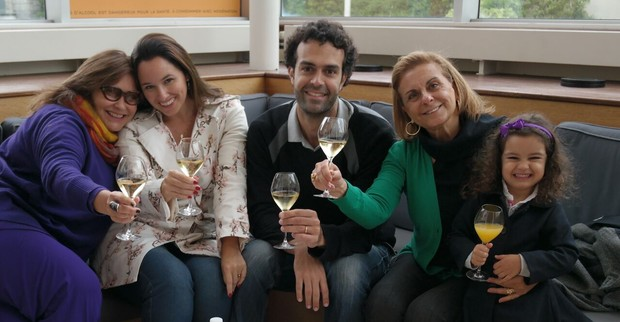 Fafá de Belém, Mariana Belém, Cristiano Saab, Neusa Saab (mãe de Cristiano) e a pequena Laura. (Foto: Arquivo Pessoal / Divulgação)