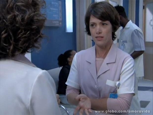 Joana acha que Gina é filha de Herbert (Foto: Amor à Vida/TV Globo)