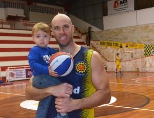 Ed Nelson, do São José Basquete, e o filho Ed (Foto: Danilo Sardinha/Globoesporte.com)