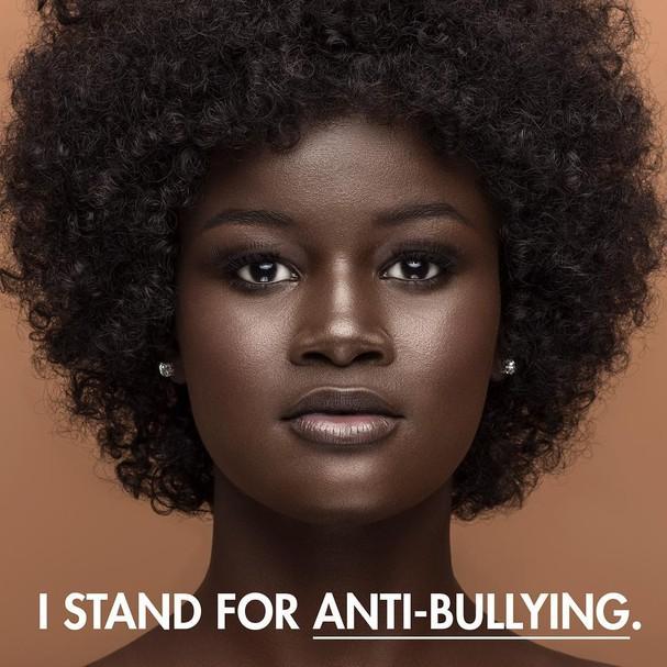 Na campanha, Khoudia Diop escolheu representar a luta contra o bullying (Foto: Reprodução Instagram)