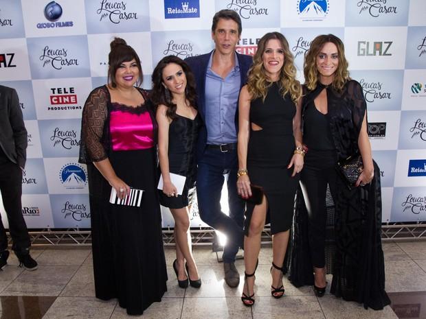 Fabiana Karla, Tatá Werneck, Márcio Garcia, Ingrid Guimarães e Suzana Pires em pré-estreia em São Paulo (Foto: Marcelo Brammer / AgNews)
