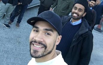 Arrependido após zombar do Islã, ginasta britânico visita mesquitas