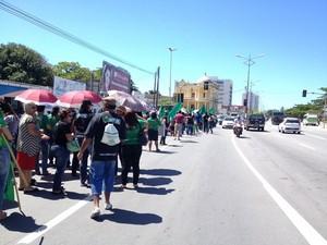 Categoria fez caminhada pelas ruas do Centro para chamar atenção da população (Foto: Micaelle Morais/G1)