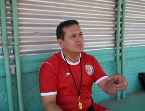 Técnico Éder Taques trabalha equipe para manter a calma diante da torcida do Remo (Foto: Flávio Godoi/GLOBOESPORTE.COM)