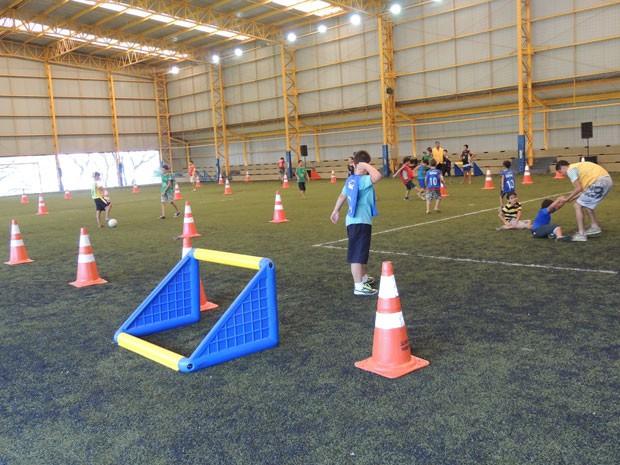 Crianças jogaram bastante futebol (Foto: Divulgação/RPC TV)