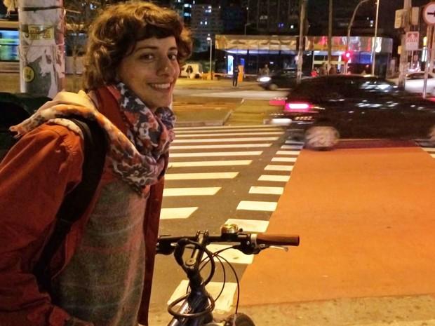A estudante Helena Kuasne Anderson, de 20 anos, contou que não tem vontade de tirar habilitação. Para ela, o carro não estimula o pensamento coletivo (Foto: Vivian Reis/G1)