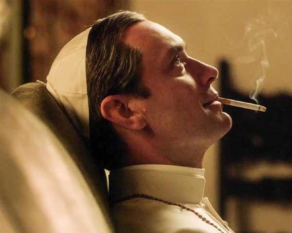 Jude Law em The Young Pope, em cartaz na Mostra (Foto: Divulgação)