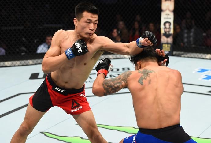 Chan Sung Jung venceu Dennis Bermudez por nocaute aos 2m29s do R1 (Foto: Getty Images)