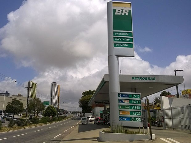 Gasolina chega a R$ 2,57 em postos de Natal (Foto: Eduardo Rodrigues/Inter TV Cabugi)