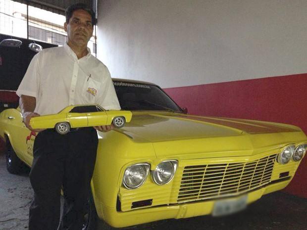 empresário Luiz Carlos Uberaba miniatura carro Impala automotivo [Foto: Luiz Carlos/ Arquivo Pessoal)