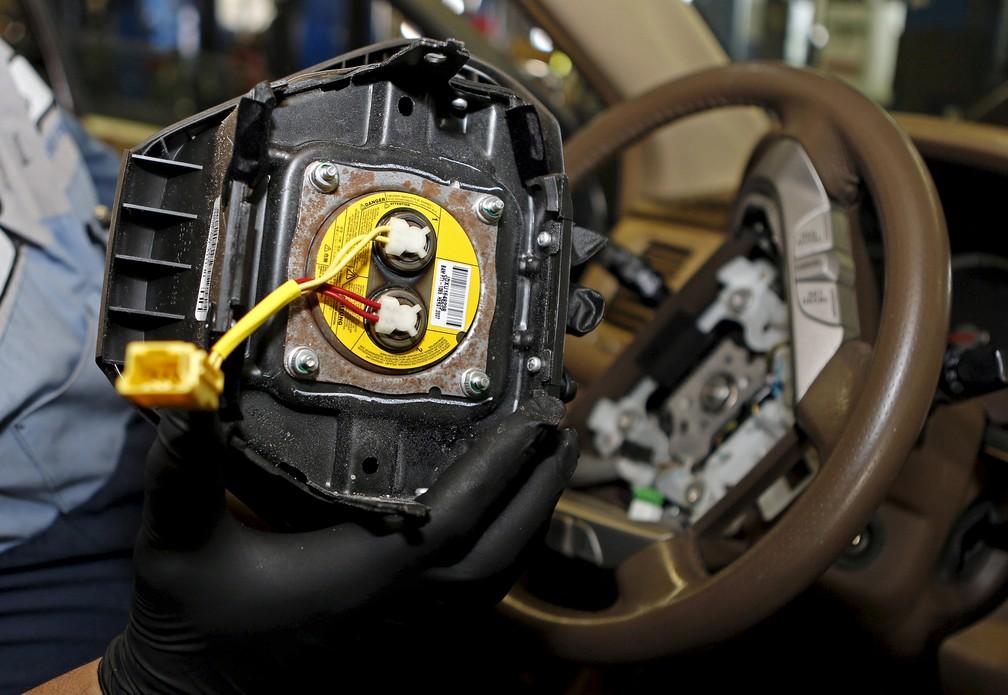 Airbag defeituoso pode lançar fragmentos contra os passageiros (Foto: REUTERS/Joe Skipper)