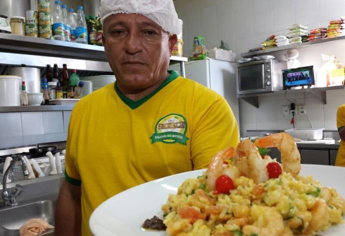 Restaurante oferece desconto em prato com camarões (Foto: Felipe Pereira / TV Clube)