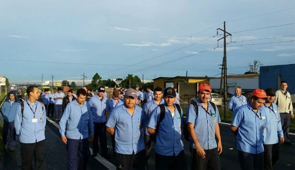 Paraná TV protesto metalúrgicos (Foto: Fernanda Fraga / RPC)
