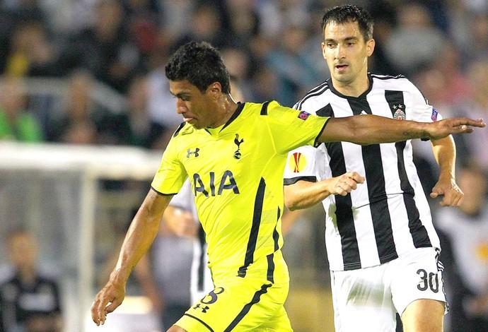 Paulinho, Tottenham X Partizan (Foto: Agência EFE)
