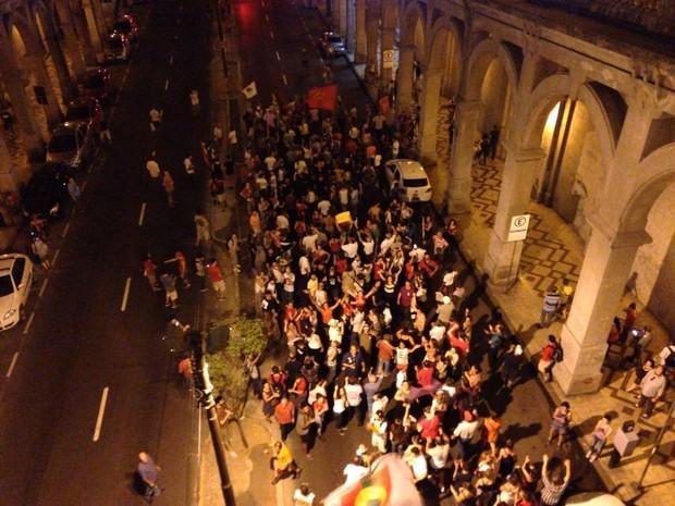 Manifestantes caminham em direção ao bairro Cidade Baixa, em Porto Alegre (Foto: Hygino Vasconcelos/G1)
